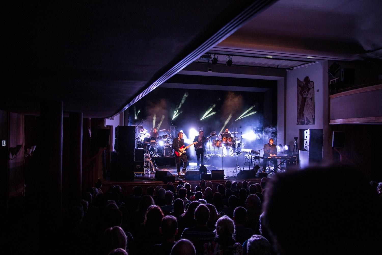 Genesis-Tribute-Show-Geneses-Phil-Collins-Peter-Gabriel-Steve-Hackett-Güstrow-Schwerin-Rostock-Wismar-Brandenburg-Ernst-Barlach-Theater-konzert-06