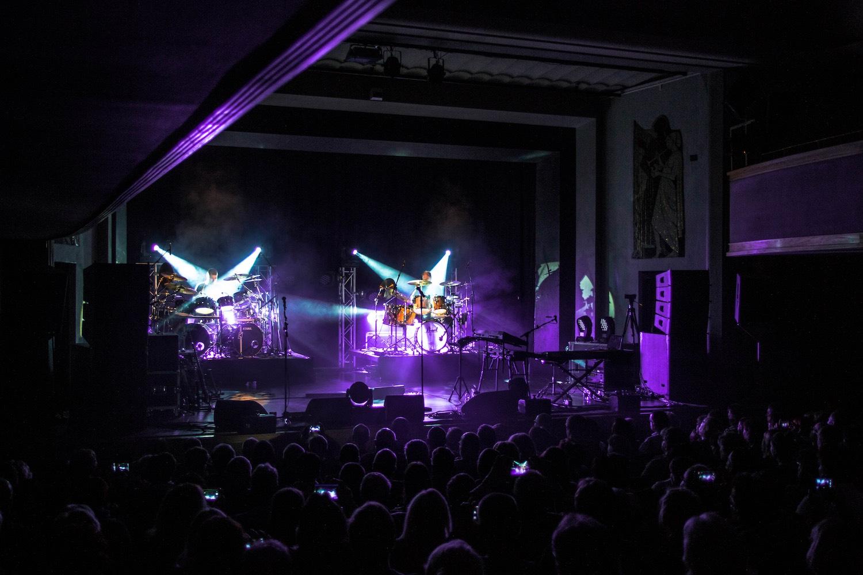 Genesis-Tribute-Show-Geneses-Phil-Collins-Peter-Gabriel-Steve-Hackett-Güstrow-Schwerin-Rostock-Wismar-Brandenburg-Ernst-Barlach-Theater-konzert-09